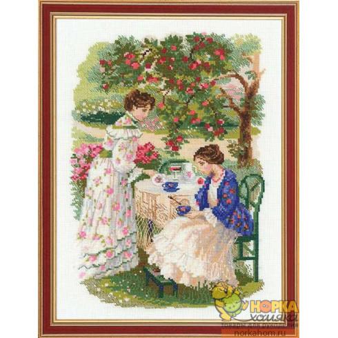 Русская усадьба. Чай под яблоней