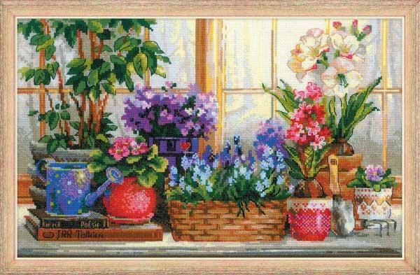 Подоконник с цветами