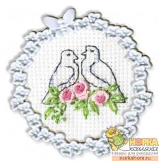 Два голубя (с рамкой)