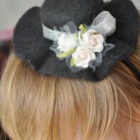 Шляпка-ободок чёрная,вид сбоку