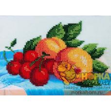 Персики и вишни