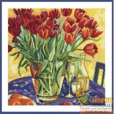 Тюльпаны на столе