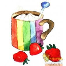 Разноцветная чашка с ягодами