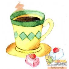 Желтая чашка с конфетами